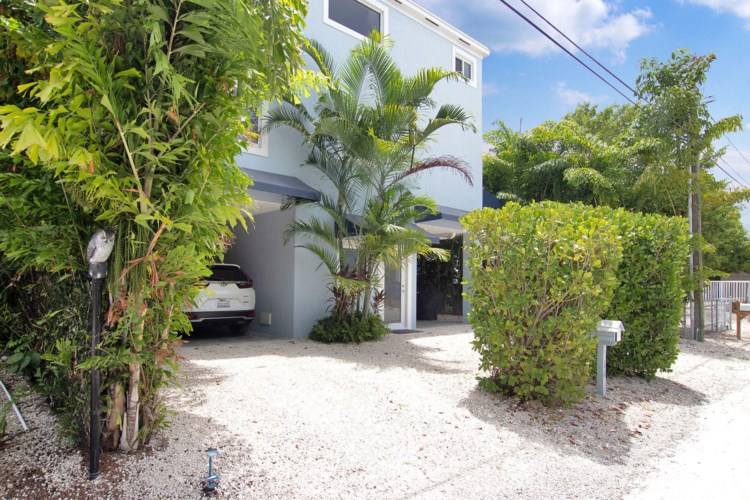 16 Gulf Drive, Key Largo, FL 33037