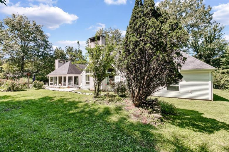 930  Revere Drive, Town and Country, MO 63141