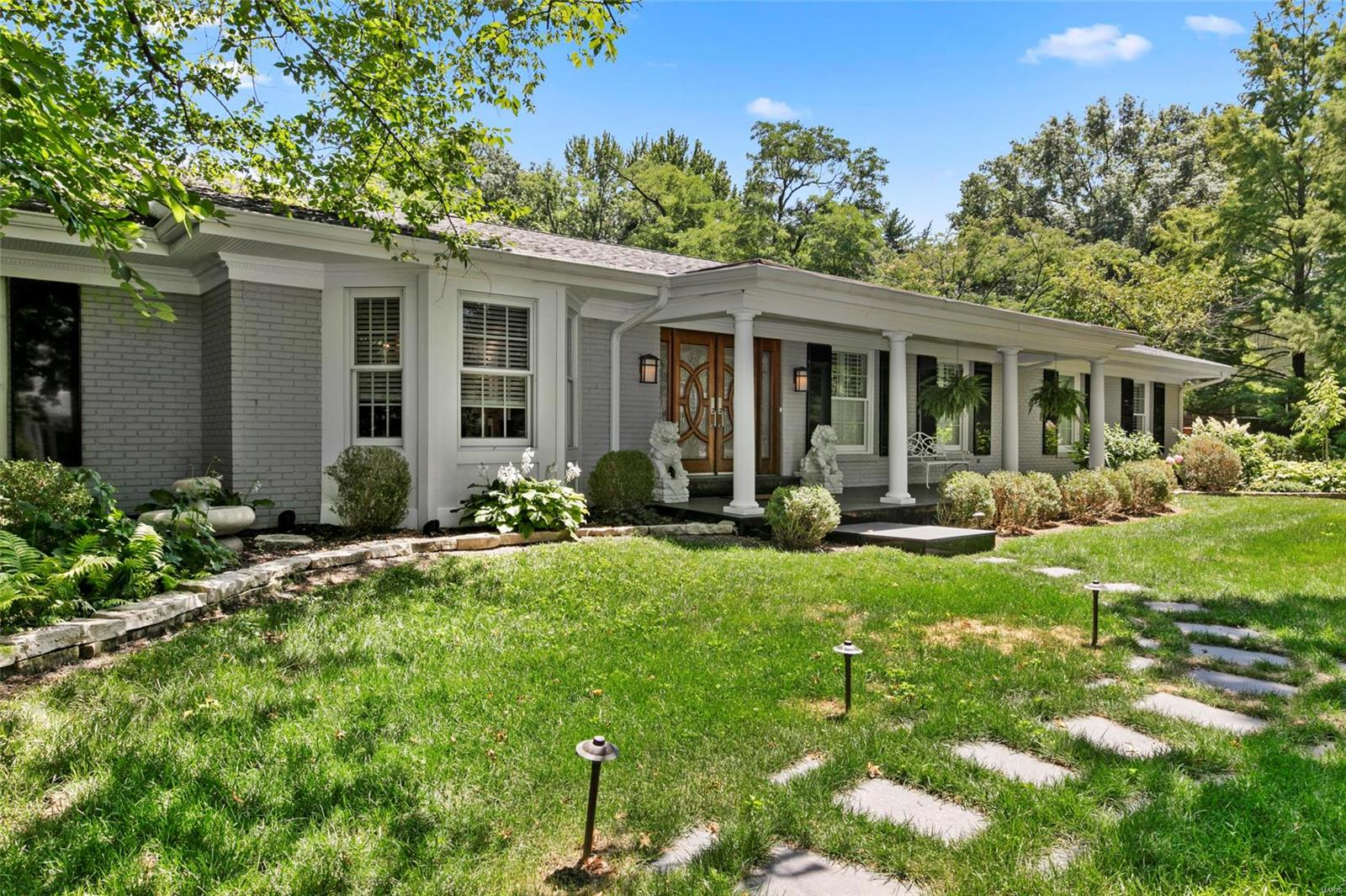 6 Cricklewood Place, St Louis, MO 63131