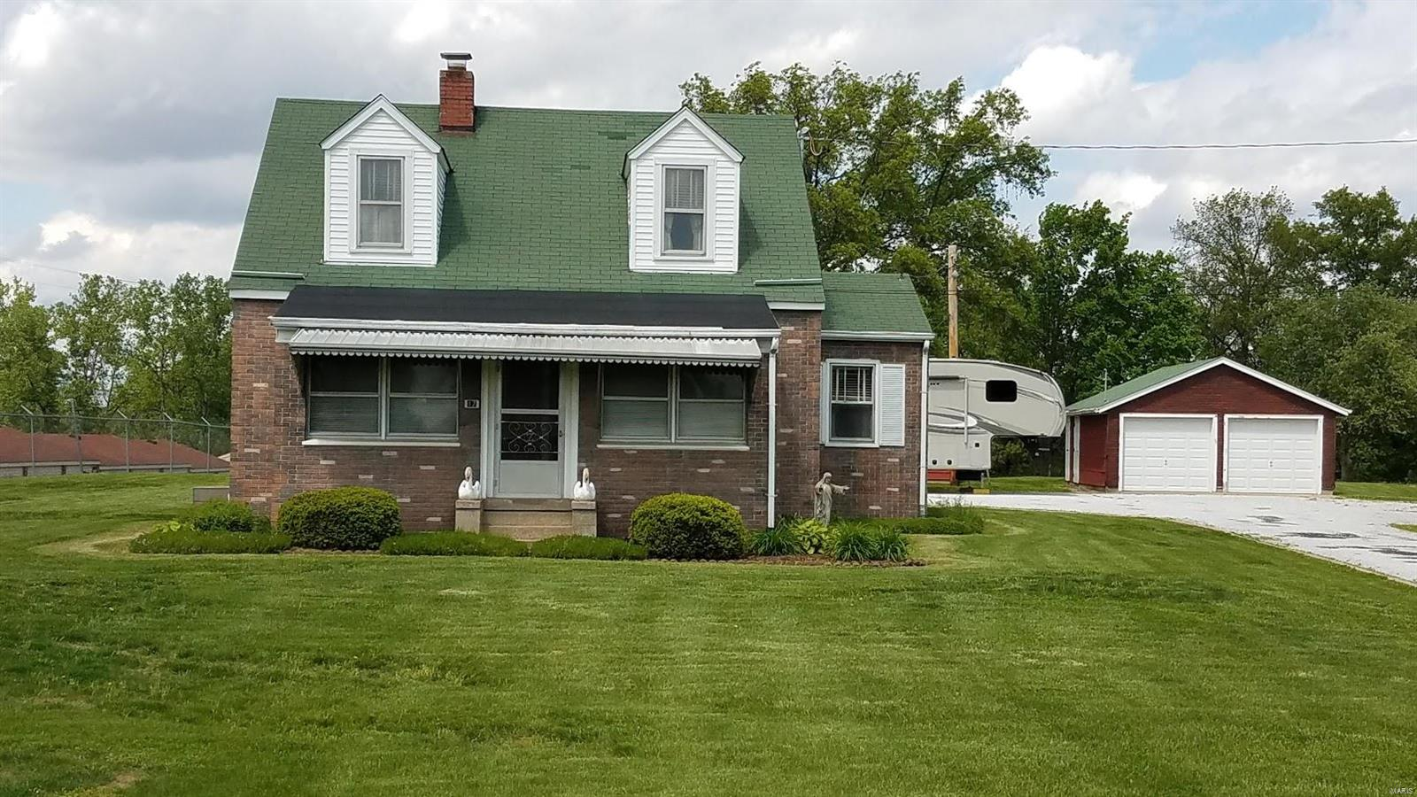 17 North Service , St Peters, MO 63376