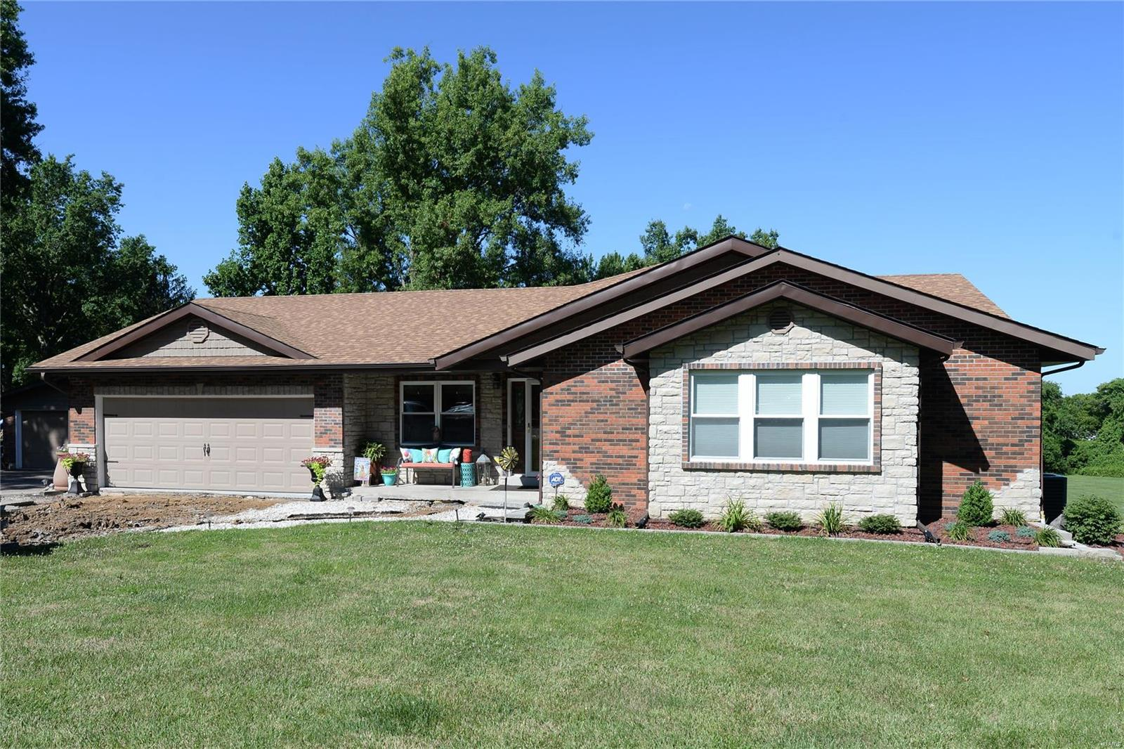 8 High Trail, St Peters, MO 63376