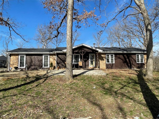 91 Chantilly Rd. N, Winfield, MO 63389