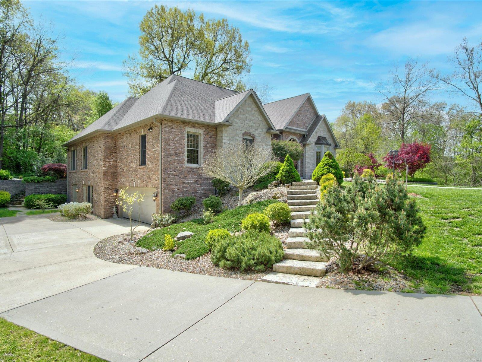 13 Forest Drive, Maryville, IL 62062