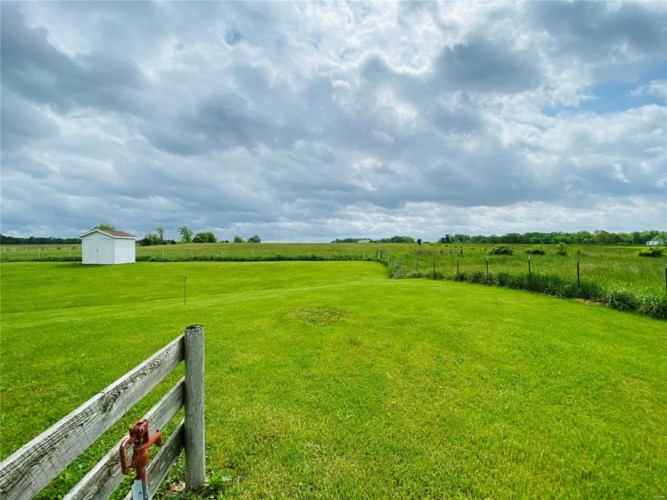 74 Berger Road, Middletown, MO 63359