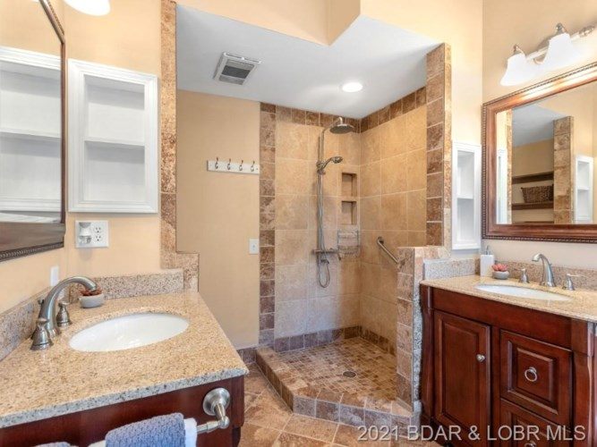 703 Imperial Point Drive, Four Seasons, MO 65049