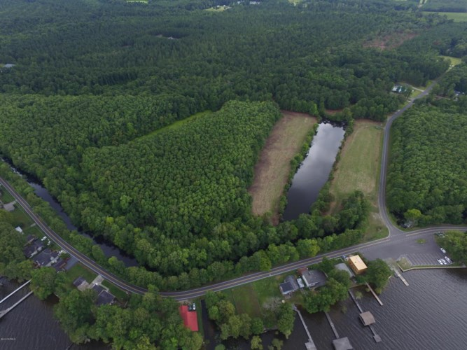 1258 Wooded Acres Road, Lake Waccamaw, NC 28450