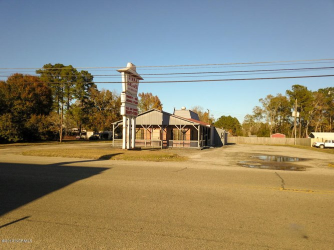 425 W Seaboard Street, Bladenboro, NC 28320