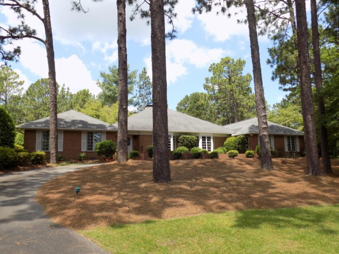 210 Quail Hollow Hollow, Pinehurst, NC 28374