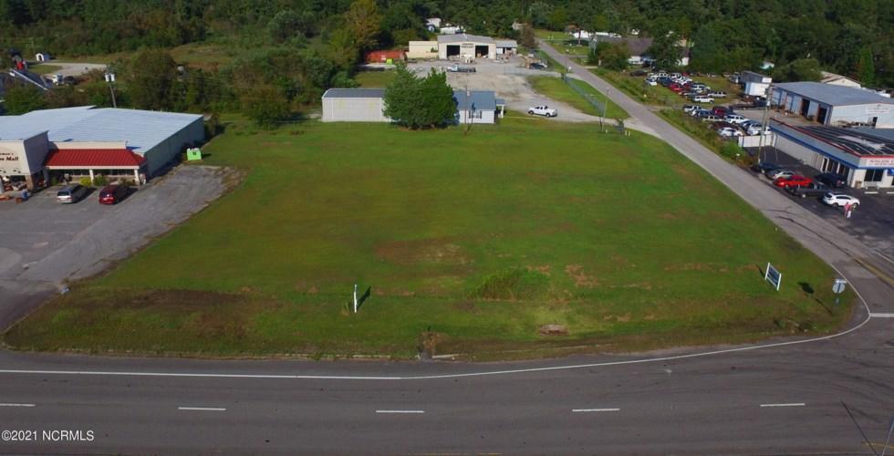 1194 Us 17 Highway N, Bridgeton, NC 28519