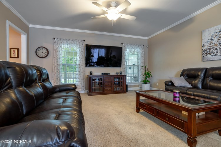 704 Colonial Drive, Wilmington, NC 28403