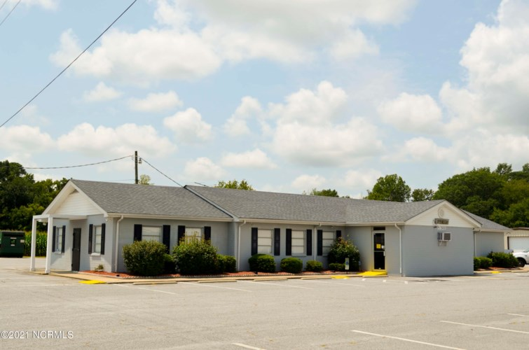 9157 W West Marlboro Road, Farmville, NC 27828