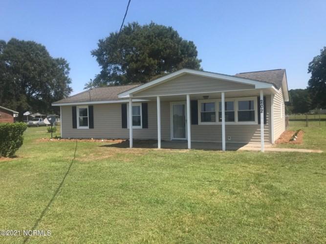 202 W Hanrahan Road, Grifton, NC 28530
