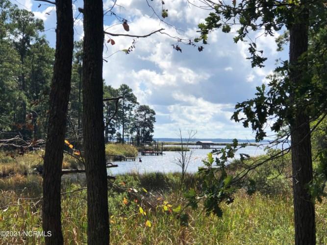 32 Mixon Creek Dr, Bath, NC 27808