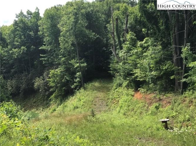 2195 S Big Horse Creek Road, Lansing, NC 28643