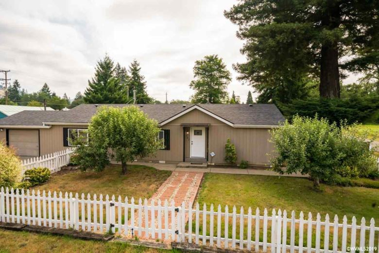 182 9th St, Lyons, OR 97358