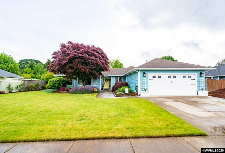 1468 E Burnett St, Stayton, OR 97383