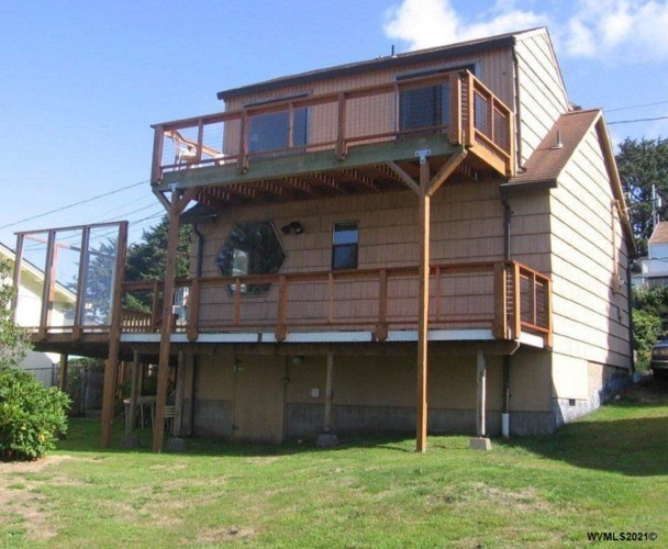 3105 NW Oar Dr, Lincoln City, OR 97367