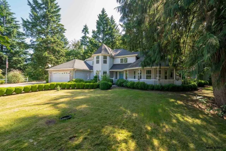 810 7th St, Lyons, OR 97358