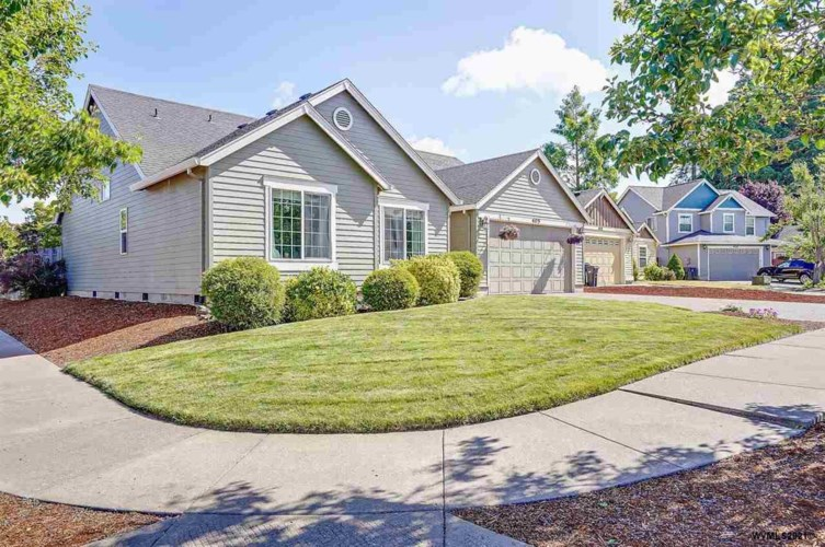 405 Maple Ct, Mt Angel, OR 97362