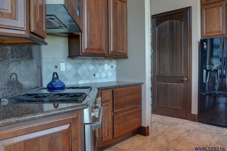 39915 S McCully Mountain Rd, Lyons, OR 97358