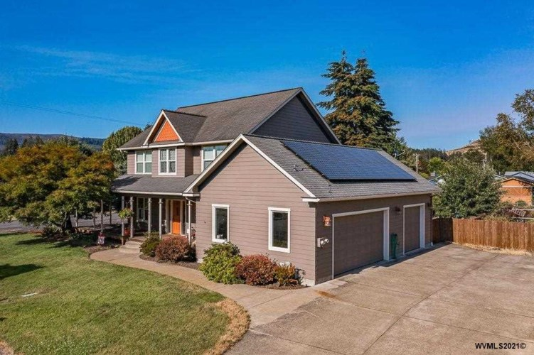 764 3rd St, Lyons, OR 97358