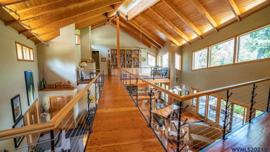 47465 Lyons Mill City Dr, Mill City, OR 97358