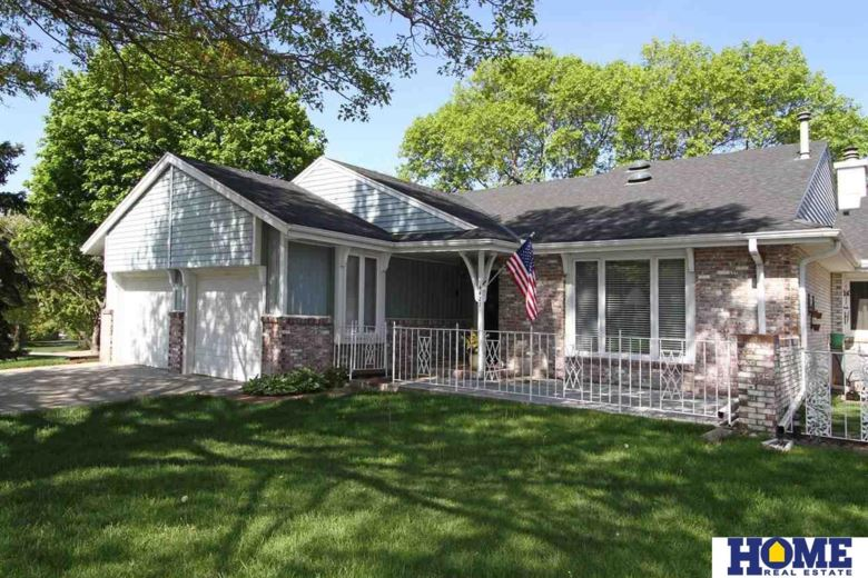 4427 Ridgeview Drive, Lincoln, NE 68516