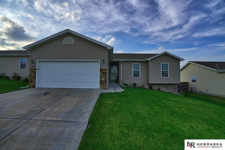 4320 W Thatcher Lane, Lincoln, NE 68528