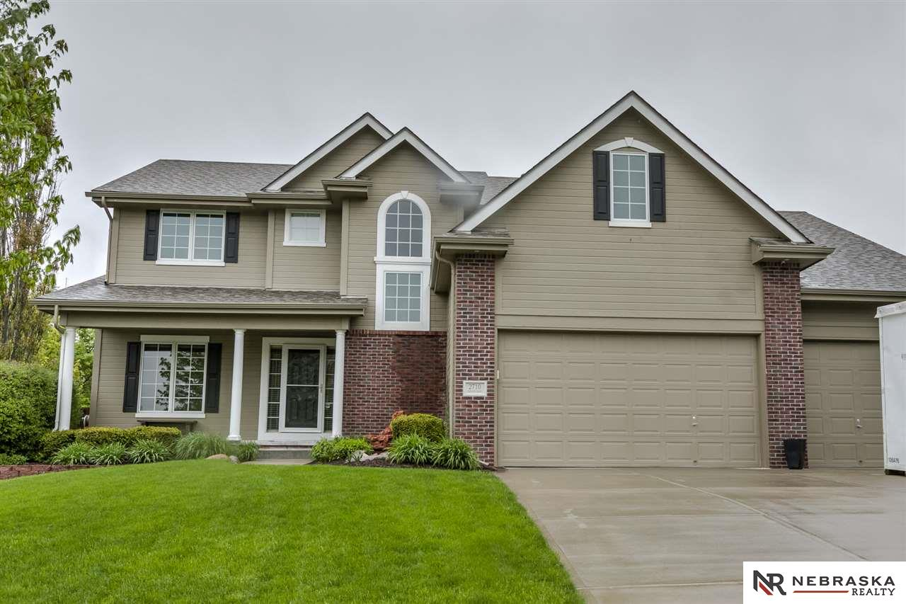 2710 Liberty Lane, Papillion, NE 68133