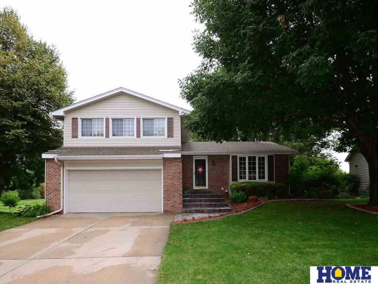 5718 NW 4th Street, Lincoln, NE 68521