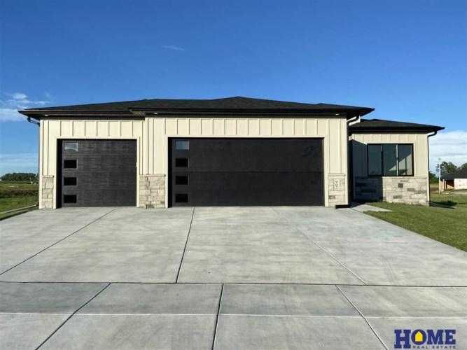 902 Terrace View Drive, Hickman, NE 68372