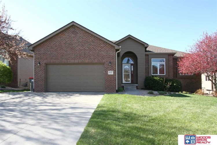 8057 Hunters Ridge Road, Lincoln, NE 68516