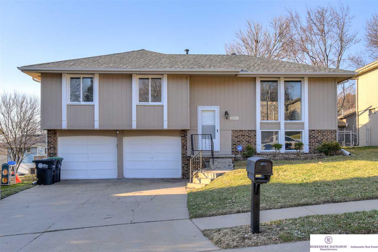 12205 Erskine Circle, Omaha, NE 68164