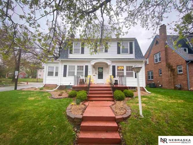 1687 Woodsview Street, Lincoln, NE 68502