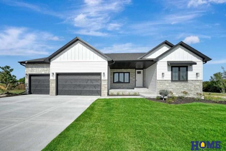 8910 Ranch Gate Road, Lincoln, NE 68520