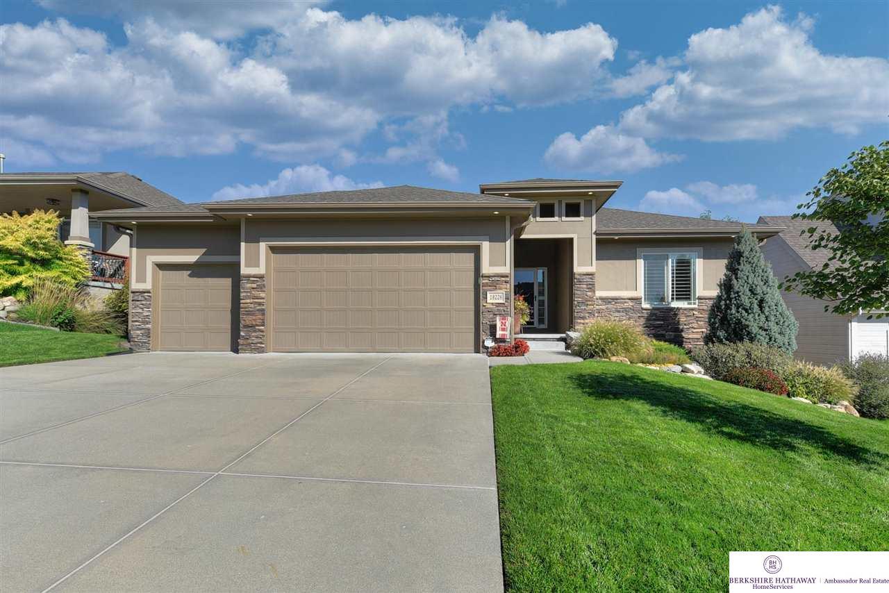 18226 Dewey Avenue, Omaha, NE 68022