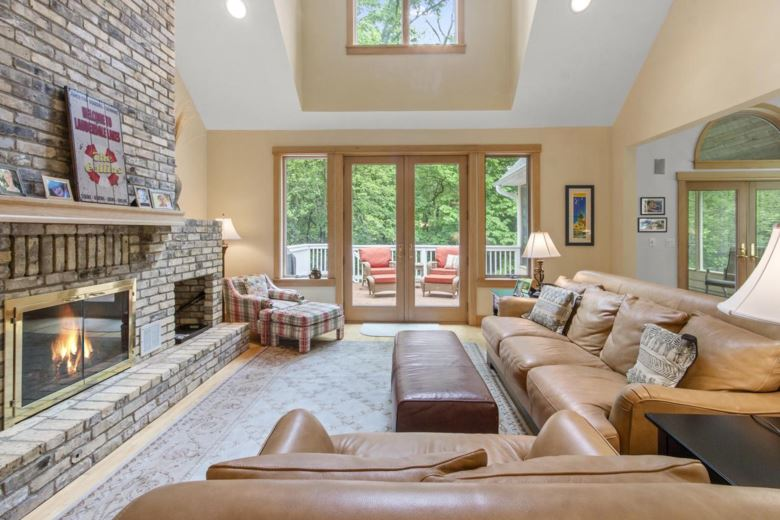 W5619 Cool Hill Dr, Elkhorn, WI 53121