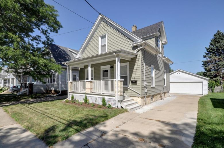 617 Hayes Ave, Racine, WI 53405