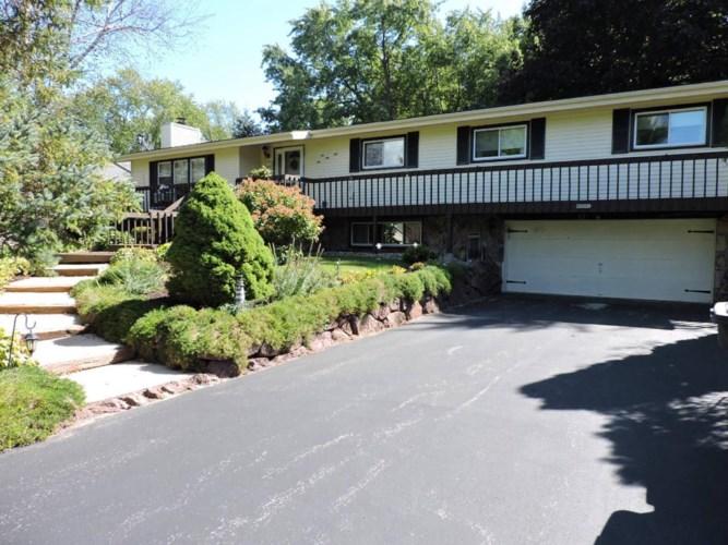 W5351 Briarwood Rd, Elkhorn, WI 53121