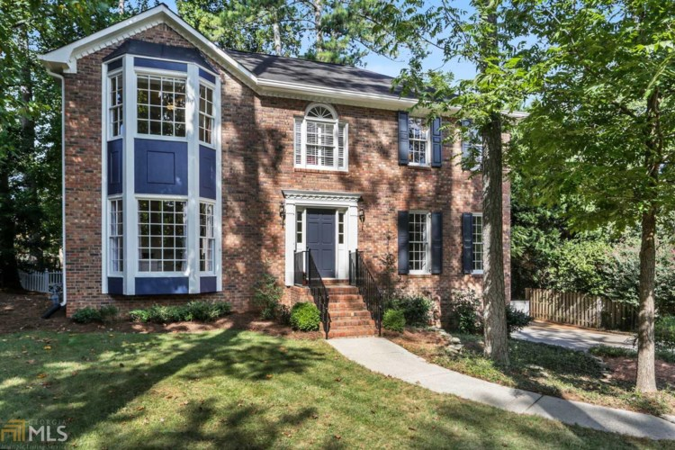 4424 Thoroughbred Dr, Roswell, GA 30075