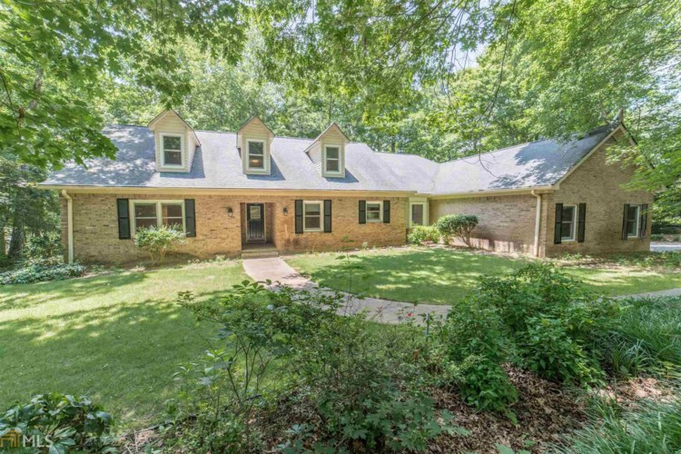 305 Old Mill Ct, Fayetteville, GA 30214
