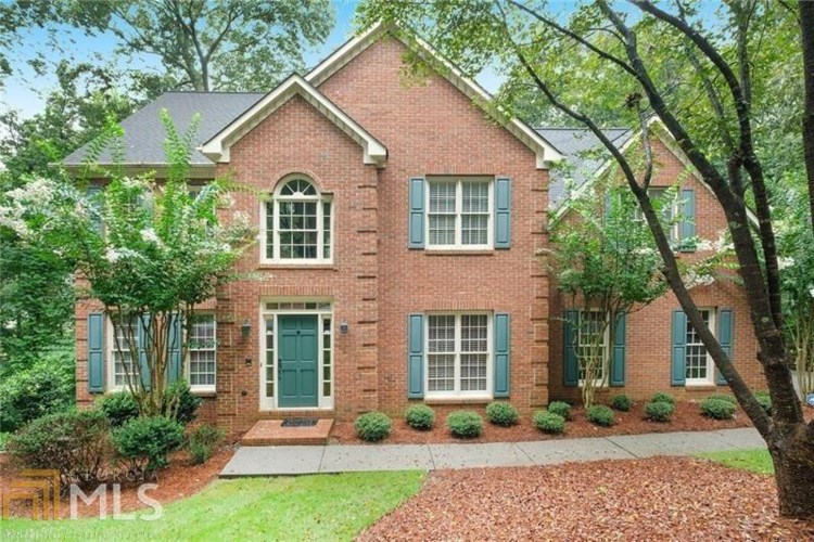 130 Willowcrest Ct, Roswell, GA 30075