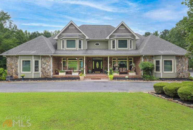 123 Oak Ridge Trl, Fayetteville, GA 30214