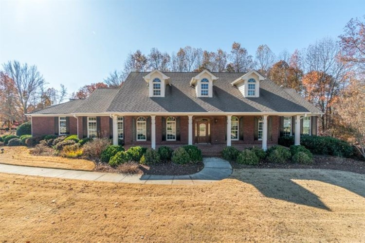 980 Chateau Forest Road, Hoschton, GA 30548