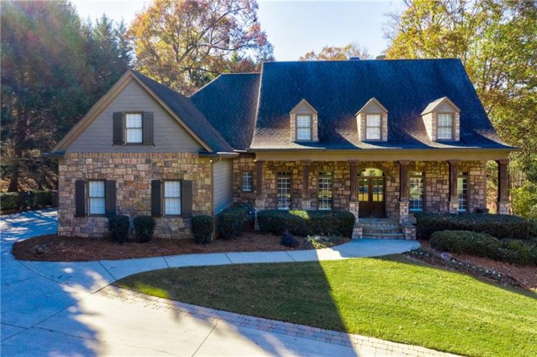 6713 Wooded Cove Court, Flowery Branch, GA 30542