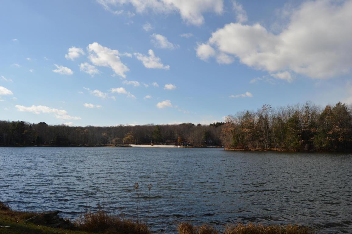 16 Beaver Lake Dr, Lake Ariel, PA 18436