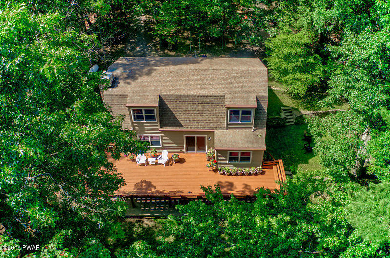 554 Evergreen Dr, Lakeville, PA 18438