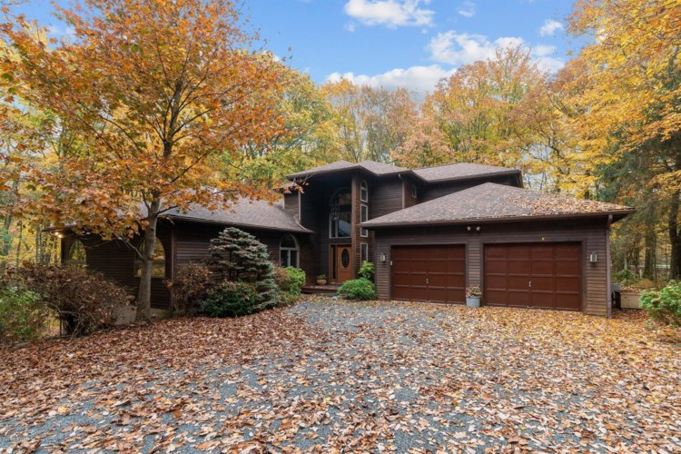 800 Overlook Ct, Lords Valley, PA 18428