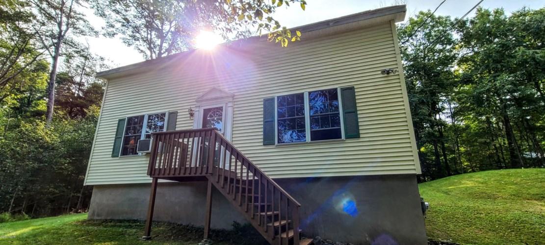 169 Rocky Mountain Dr, Greentown, PA 18426
