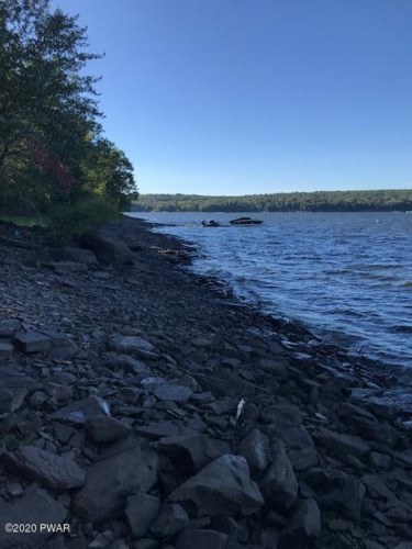 Coutts Point Dr, Paupack, PA 18451